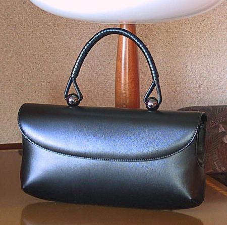 こんなときこそ差がつく・・・デキる大人女子が持つべきフォーマルバッグ