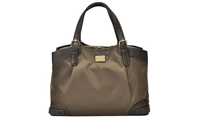 女性のビジネスバッグへの要求をバッグ専門店がかなえた!?