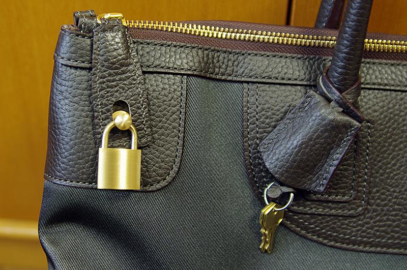 トフ&ロードストーンの真鍮製の錠をしたところ