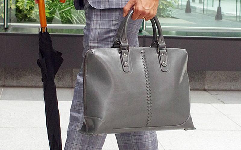 雨の日にも持てるオシャレなレザーバッグはyoutaでしょ!